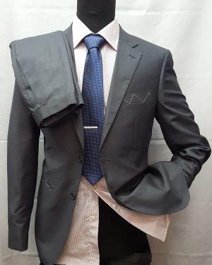 abito da uomo in tessuto pettinato tinta